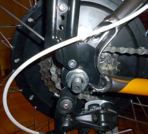 Установка комплекта для переделки велосипеда в электровелосипед
